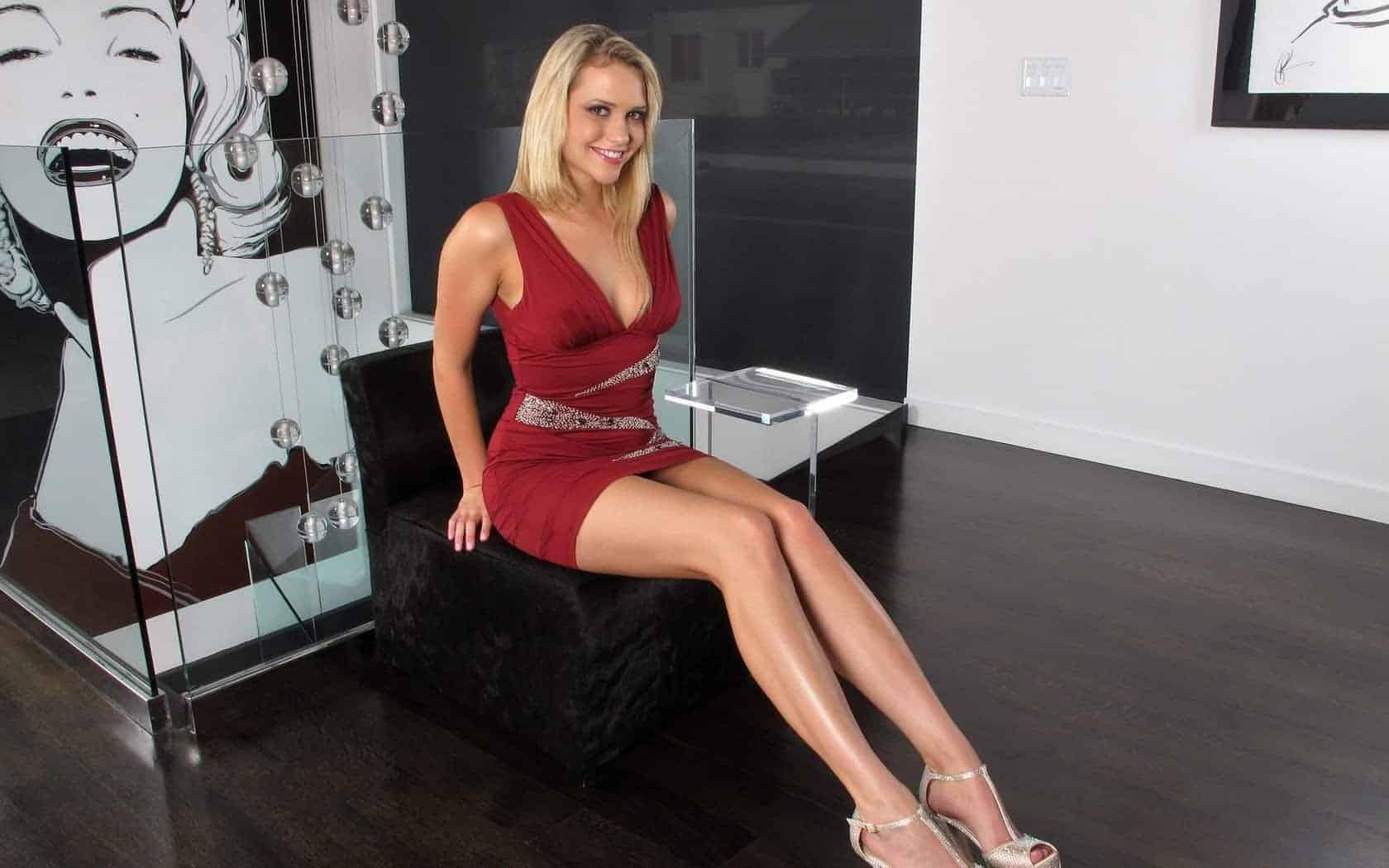 Mia Malkova blonde milf pieds maman