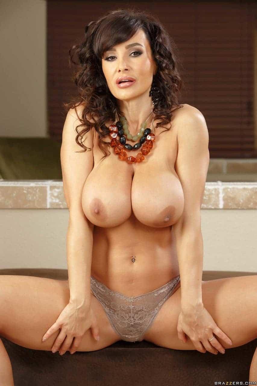 Lisa Ann gros faux seins