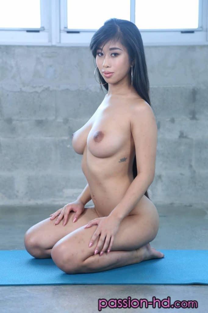 Jade kush asiat bonne petits seins