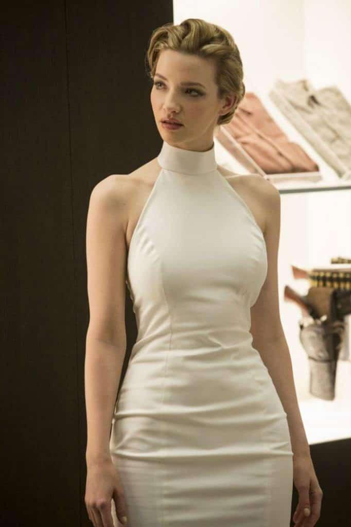 la jolie blonde sexy dans westworld